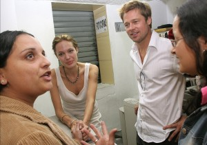 Анжелина Джоли и Брэд Питт встречаются с беженцами в Коста-Рике, Колумбия.